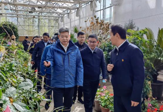 徐新荣率团赴西藏考察慰问